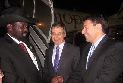 """נשיא דרום סודן, לצד סגן שר החוץ דני אילון וח""""כ דנון ()"""