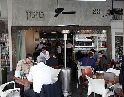 """אחת ממסעדותיו של שני בתל אביב, היום. """"לעג לרש"""" (צילום: מוטי קמחי) (צילום: מוטי קמחי)"""