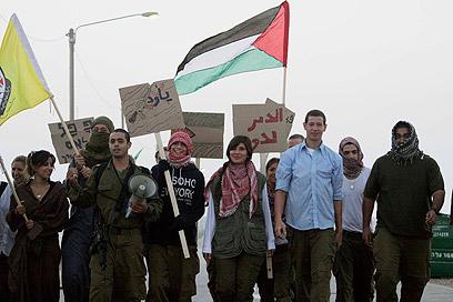 פלוגת האויב בצאלים תקשה על הלוחמים המתאמנים בשטח בנוי (צילום: אליעד לוי) (צילום: אליעד לוי)