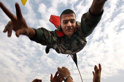 הפגנה בעד משטר אסד (צילום: AP)