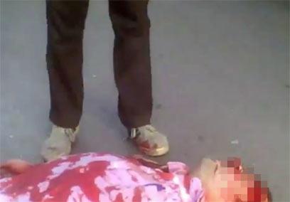 מפגין נורה למוות בחומס  (צילום: AP)