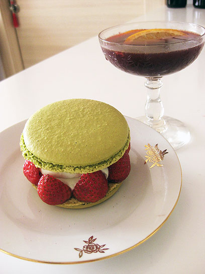 אפשר גם להגיש אותו חמים, בגביעי שמפניה מסורתיים (Coupe Champagne או Saucer). עוד הצעת הגשה לגלוג (צילום: רועי ירושלמי) (צילום: רועי ירושלמי)