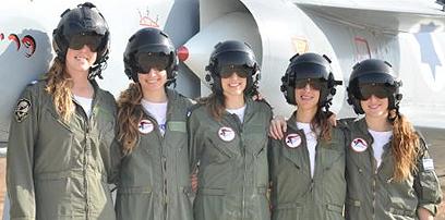 """הטייסות החדשות. מחווה משולבת במחאה (צילום: דובר צה""""ל) (צילום: דובר צה"""
