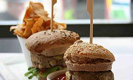 מושלם. המבורגר טבעוני (צילום: אורי שביט) (צילום: אורי שביט)