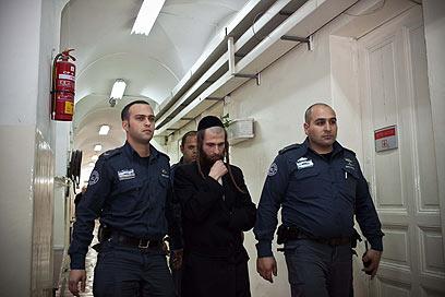 החשוד ביריקה, מאיר דוד אייזנבך, בבית המשפט (צילום: נועם מושקוביץ)