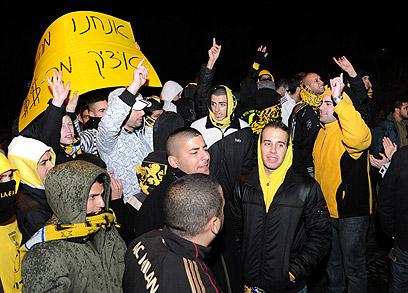 האוהדים מתכוונים להמשיך במחאה (צילום: ערן יופי כהן) (צילום: ערן יופי כהן)