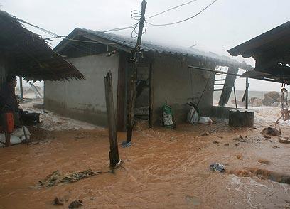 בחופי תאילנד - דה ז'ה וו: גם השנה שטפונות ברחובות ב-26 בדצמבר (צילום: EPA) (צילום: EPA)