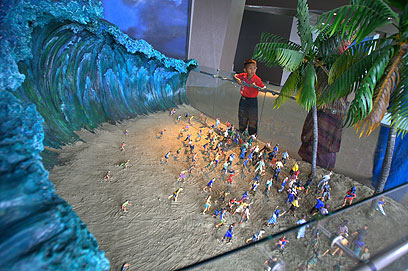 כשהגיע הגל הגדול. הדגם במוזיאון הצונאמי (צילום: EPA) (צילום: EPA)