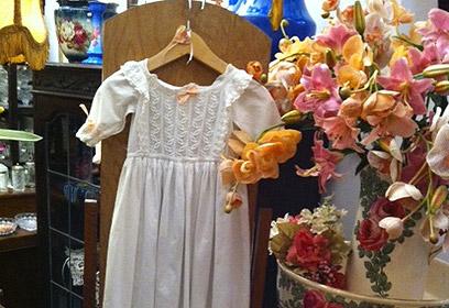 הנוף בבורדו. אוסף שמלות ויקטוריאניות ()