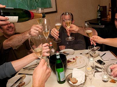 שנה אזרחית טובה כבר אמרנו? מוזגים עוד מהבולינג'ר, הזוכה בקטגוריית ה-NV (צילום: ירון ברנר) (צילום: ירון ברנר)