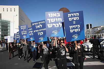 """תל אביב: צעדת נשים ביוזמת ויצ""""ו (צילום: מוטי קמחי)"""