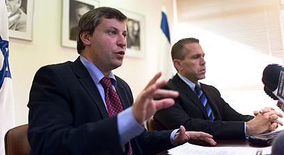 סטס מיסז'ניקוב (משמאל) (צילום: נועם מושקוביץ) (צילום: נועם מושקוביץ)