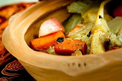 ירקות בדיסט (צילום: ירון ברנר) (צילום: ירון ברנר)