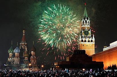 מוסקבה. זיקוקים מעל הקרמלין (צילום: AP) (צילום: AP)