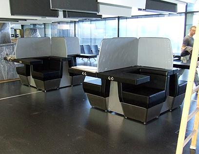 אפשר גם לעבוד. הכורסאות ללפ-טופ מוכנות  (צילום: יואב גלזנר) (צילום: יואב גלזנר)