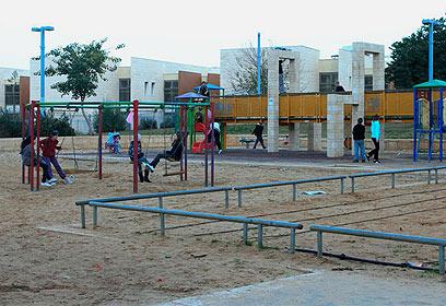 גינת משחקים בשכונה (צילום: עופר עמרם) (צילום: עופר עמרם)