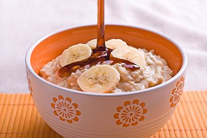 שיבולת שועל בטעם בננה עם מייפל מבושל בחלב סויה (צילום: ראובן אילת) (צילום: ראובן אילת)