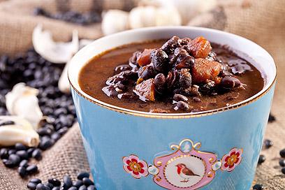 מרק שעועית שחורה  (צילום: בועז לביא )