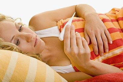 חום ושיעול הם התסמינים הראשונים לדלקת ריאות (צילום: shutterstock) (צילום: shutterstock)