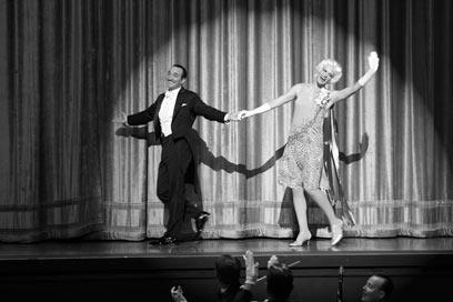 ז'אן דוז'ארדן ופנלופי אן מילר. אילמים על הבמה (מתוך הסרט ) (מתוך הסרט )
