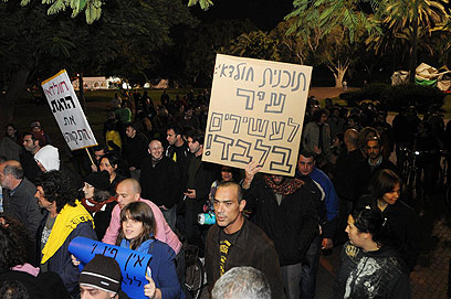 ההפגנה בשכונת התקווה, הערב (צילום: ירון ברנר) (צילום: ירון ברנר)