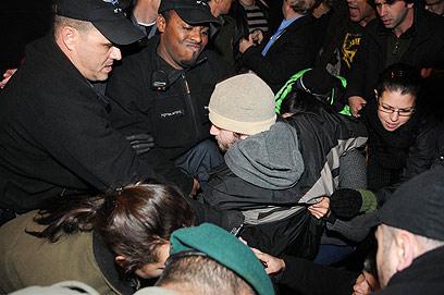 """""""מעשה ציני של ראש העיר"""". העימותים בהפגנה (צילום: ירון ברנר) (צילום: ירון ברנר)"""