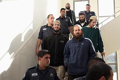 העצורים שהתפרעו בבסיס הצבאי מובאים לבית המשפט (צילום: גיל יוחנן) (צילום: גיל יוחנן)