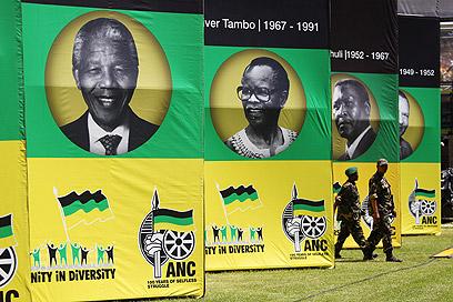 דיוקנו של מנדלה בחגיגות המאה ל-ANC (צילום: EPA)