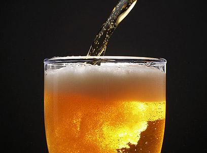 הולכת את ההליכה, מדברת את הדיבור, אבל נעדרת כל הצדקה. בירה ללא אלכוהול (צילום: shutterstock) (צילום: shutterstock)