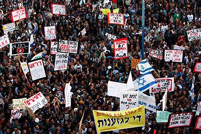 ההפגנה בקריית מלאכי, הערב (צילום: רויטרס) (צילום: רויטרס)
