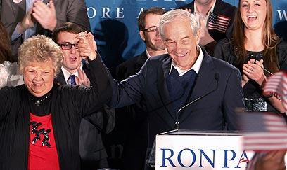 מקום שני מכובד בניו המפשייר. רון פול ואשתו קרול (צילום: AP) (צילום: AP)