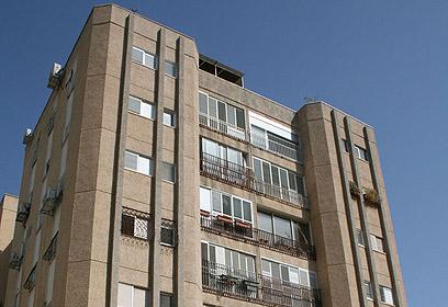 הבניין לפני הוספת המרפסות ()