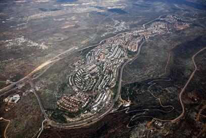 לפי תוכנית בנט, אריאל תישאר בריבונות ישראל (צילום: באדיבות Lowshot) (צילום: באדיבות Lowshot)