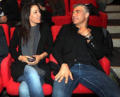 יאיר לפיד עם אשתו ליהיא (צילום: מוטי קמחי)
