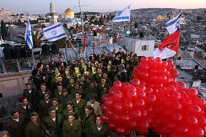 Paratroopers in the Old City (Photo: Gil Yohanan)