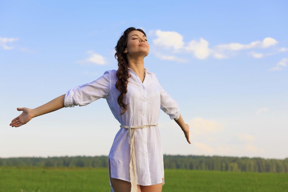 להרים את הראש למעלה ולהביא את האושר אליך (צילום: shutterstock) (צילום: shutterstock)