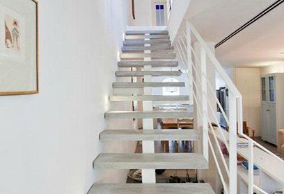 מובילות למעלה. מדרגות הבטון (צילום: דודי מוסקוביץ) (צילום: דודי מוסקוביץ)