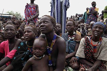 """פליטים בדרום סודן. האו""""ם: 60 אלף נפגעו (צילום: AFP) (צילום: AFP)"""
