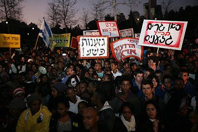שלטים וזעקות בירושלים, הערב (צילום: גיל יוחנן) (צילום: גיל יוחנן)