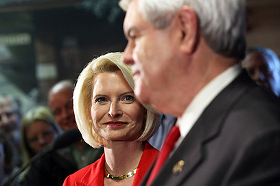 """קליסטרה גינגריץ' לצד בעלה. """"הוא אמר שהוא אוהב - והיא הקשיבה"""" (צילום: AFP) (צילום: AFP)"""