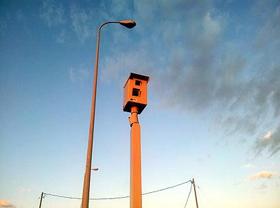 """מצלמה בכתום: גם רמזור, גם מהירות, וגם דו""""ח עסיסי (צילום: דניאל פטרי) (צילום: דניאל פטרי)"""