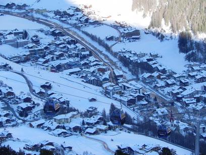 עיירת סקי שכולם גולשים בה. זולדן המושלגת מלמעלה (צילום: זיו ריינשטיין)