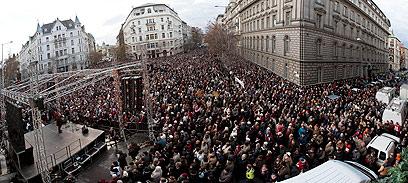 מוחים נגד הפגיעה בדמוקרטיה בהונגריה, השנה (צילום: EPA) (צילום: EPA)