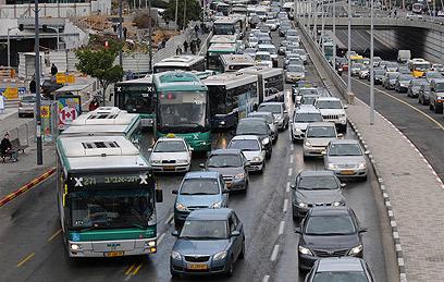 במקום רכבת, צפוי עומס בכבישים (צילום ארכיון: ירון ברנר) (צילום: ירון ברנר) (צילום: ירון ברנר)