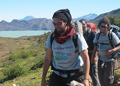 צועדים קדימה. ישראלים בשמורת הטורוסים (צילום: רועי ענתבי) (צילום: רועי ענתבי)