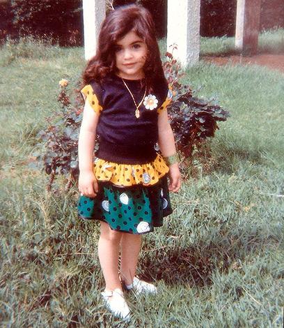 שלי רגב בילדותה. גדלתי במשפחה חמה, אוהבת, מפנקת ותומכת