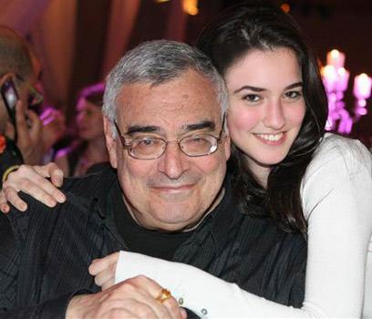 אננדה לי תיק עם אבא גד. השם שלי קשור לעיסוק שלו במדיטציה