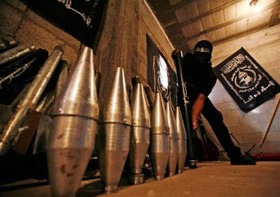 מחסן אמצעי לחימה של ועדות ההתנגדות בעזה (ארכיון) (צילום: AP) (צילום: AP)