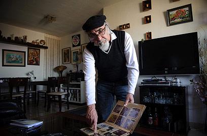 """שטיקגולד בביתו. """"הנחתי שכולם מתו, שאני היהודי האחרון"""" (צילום: בן קלמר) (צילום: בן קלמר)"""