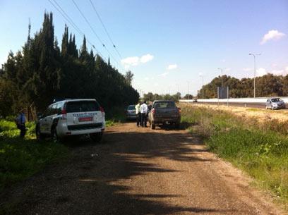 מחסומי משטרה ליד מקום ההתרסקות (צילום: אבי רוקח) (צילום: אבי רוקח)